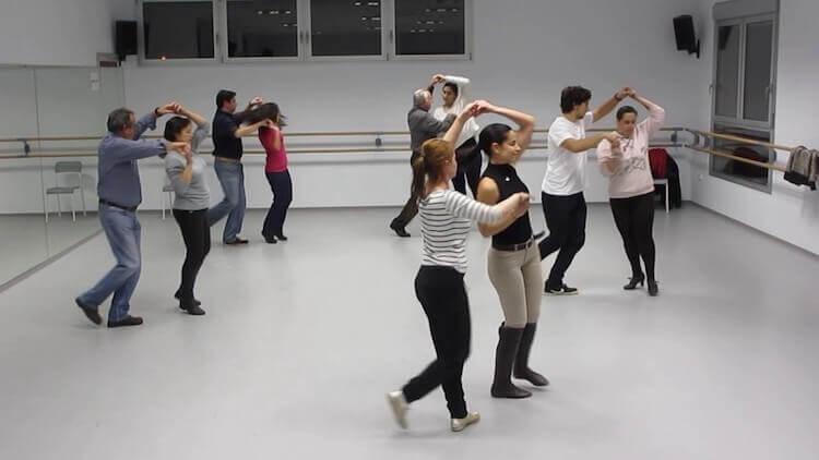 pasos-empezar-baile-salsa-inicio-clase